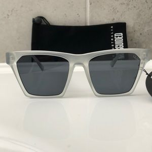 NWT!  Quay Australia ALRIGHT Sunglasses WHT/SMK